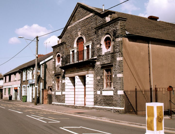 Workmens Hall and Institute, Abercwmboi